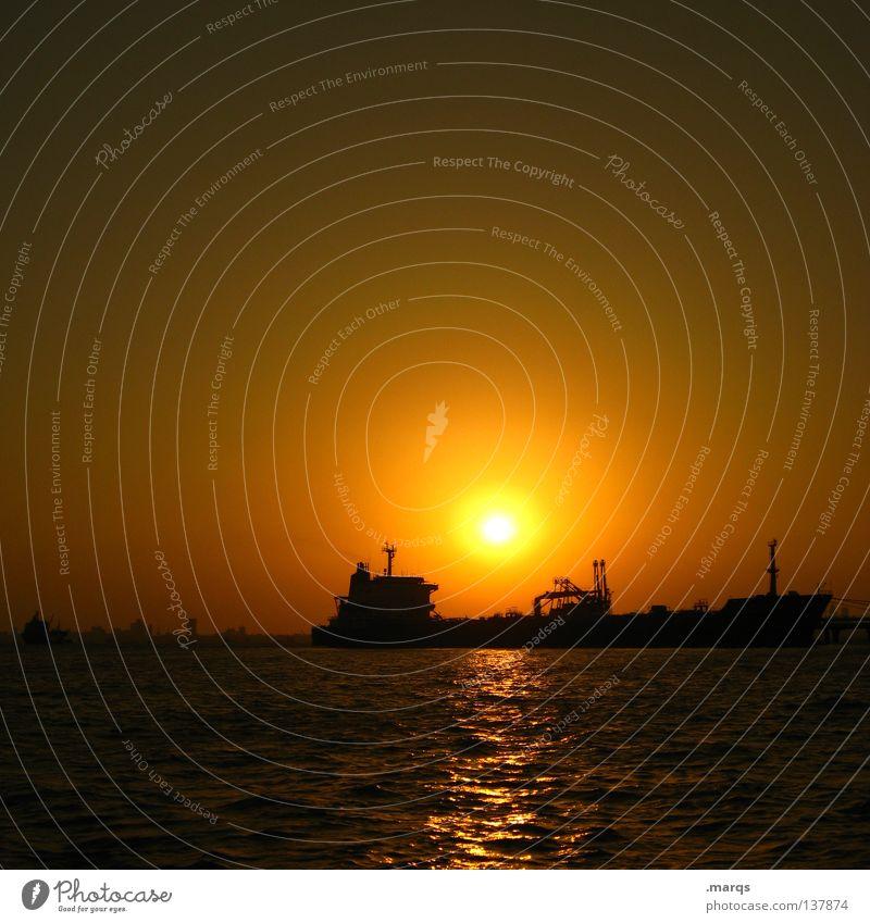 Schiffe versenken Wasser Sonne Meer Sommer Ferien & Urlaub & Reisen gelb Ferne Wasserfahrzeug Beleuchtung orange Horizont Sonnenuntergang Hafen Verlauf spät