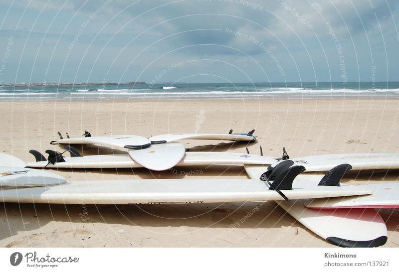 Pause Surfbrett Meer Portugal Finnen Wellen Surfer Surfen Strand Wassersport Sport Spielen Peniche Sand Wind Holzbrett
