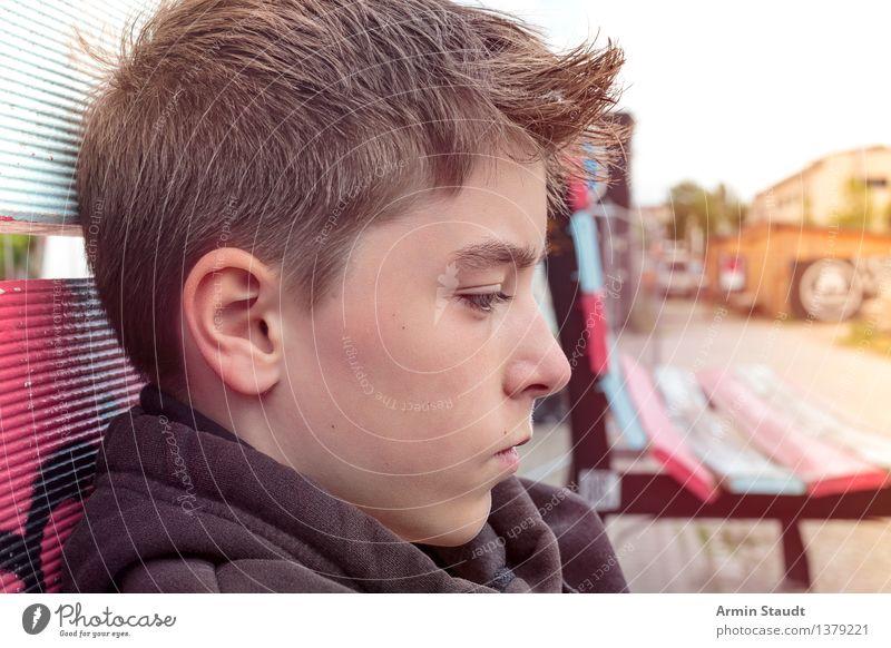 Profil Mensch maskulin Junger Mann Jugendliche Kopf 1 13-18 Jahre Sommer Stadt Haare & Frisuren brünett kurzhaarig Blick sitzen authentisch schön einzigartig