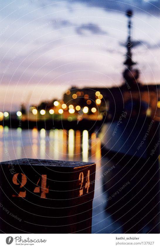 Abend im Hafen Himmel Stadt Wasserfahrzeug Frankreich Poller