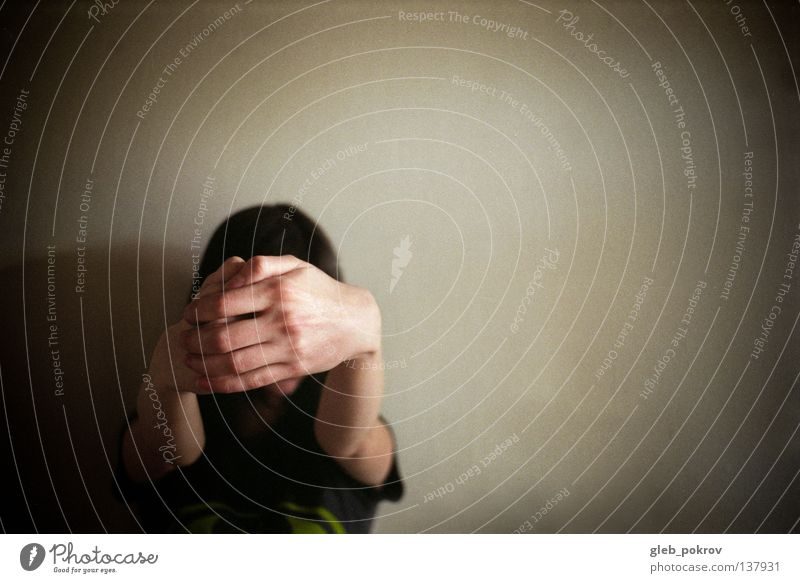 off Hintergrundbild Bekleidung Frau creep grey brown hands hairs posture half russia trashig