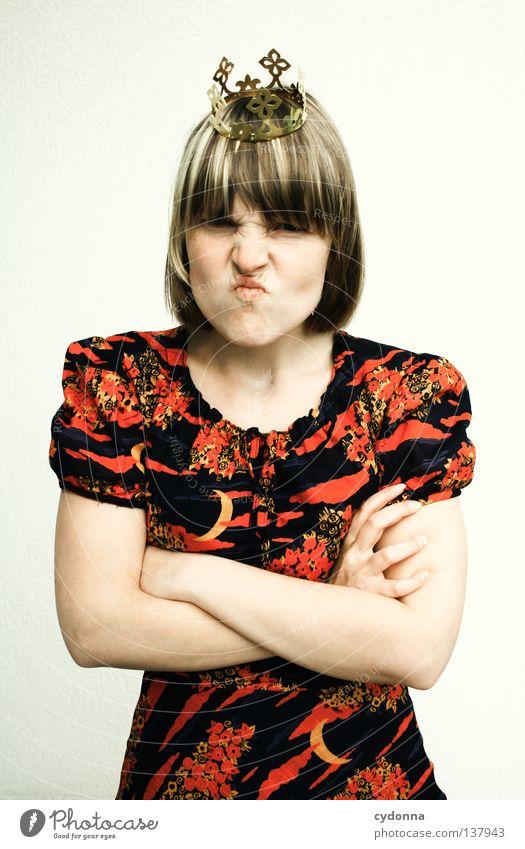 Scheiß Frosch! Mensch Frau Gefühle Kunst Angst Arme Kultur Show Kleid Konzepte & Themen Wut Gesichtsausdruck Baumkrone Erinnerung böse dumm