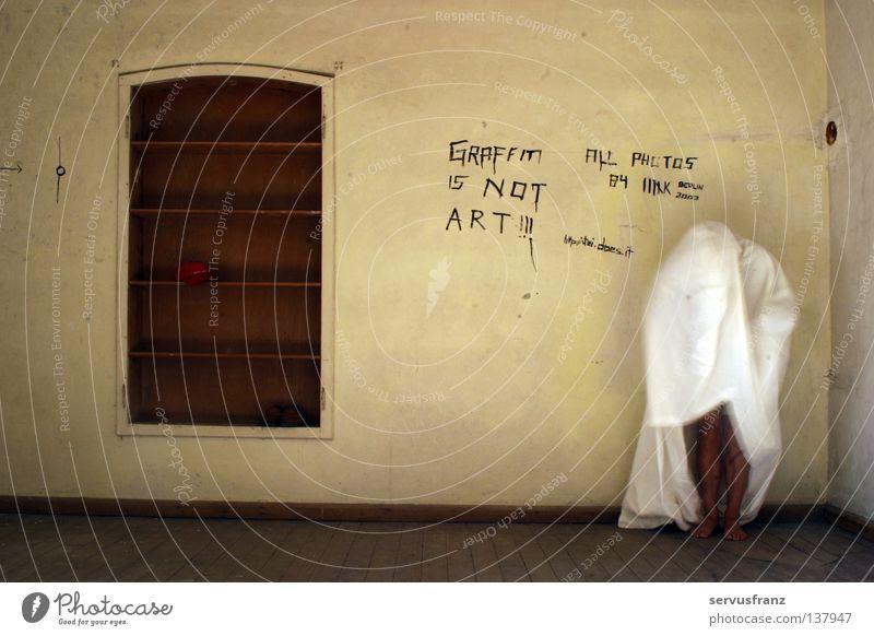 Opa ist schüchtern Mann Senior Fenster Fuß Graffiti Raum Geister u. Gespenster Erscheinung spukhaft Leinentuch