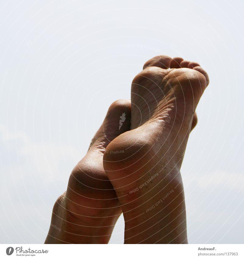 Barfuß Fußsohle Zehen 10 gehen Fußpilz dreckig Strümpfe Sommer Strand Ferien & Urlaub & Reisen Erholung Freibad Langeweile ruhig Sand Physik transpirieren Küste