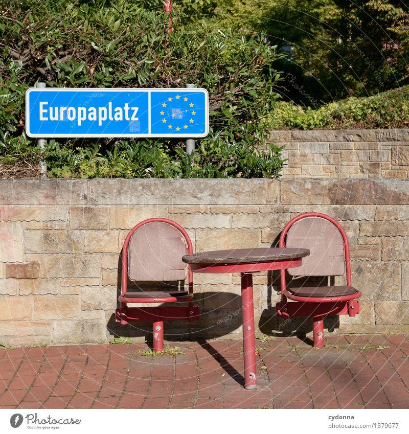 Platzfrage Wand sprechen Mauer Freiheit Park Tisch Zukunft Europa planen Hilfsbereitschaft Stuhl Zusammenhalt Bildung Barriere Beratung