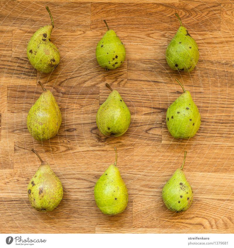Neun Birnen, regelmäßig angeordnet auf einem Holztisch Lebensmittel Frucht Ernährung Essen Bioprodukte Vegetarische Ernährung Diät Slowfood Gesundheit Küche