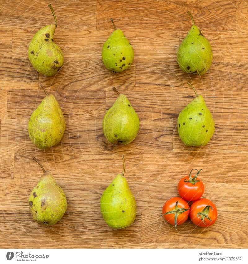 Acht Birnen und drei Tomaten, regelmäßig angeordnet auf einem Holztisch Lebensmittel Gemüse Frucht Ernährung Bioprodukte Vegetarische Ernährung Diät Slowfood