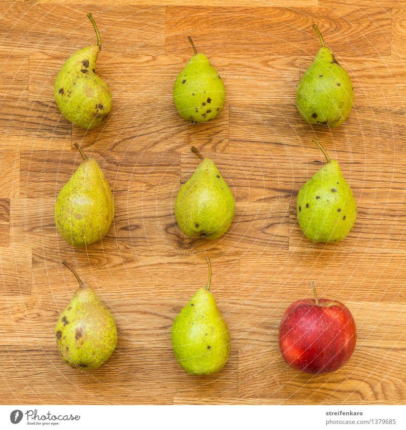 Acht Birnen und ein Apfel, angeordnet auf einem Holztisch Lebensmittel Frucht Ernährung Essen Bioprodukte Vegetarische Ernährung Diät Fastfood Gesundheit