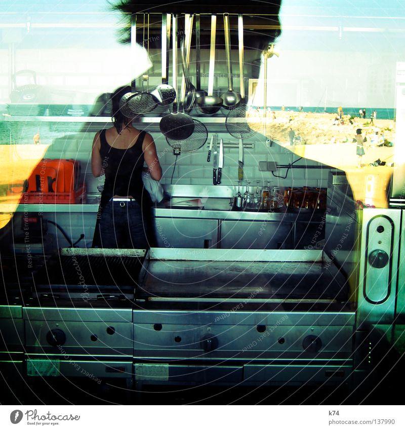 ich werd Koch! Frau Fenster träumen Glas Zufriedenheit Ernährung Wunsch Kochen & Garen & Backen Küche genießen Restaurant Geruch Grill Löffel Kellner