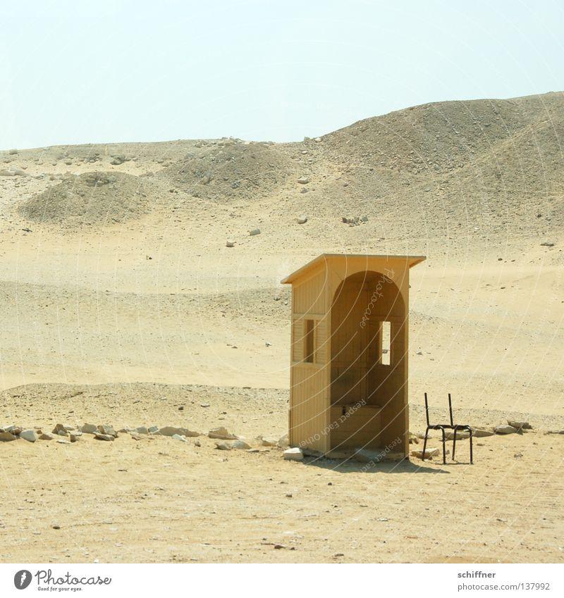Stilles Örtchen Physik Toilette Ägypten Fenster Einsamkeit Ödland Dürre trocken Afrika Wüste Sand Sonne Wärme Schatten Schattenspender Unterstand Wachposten