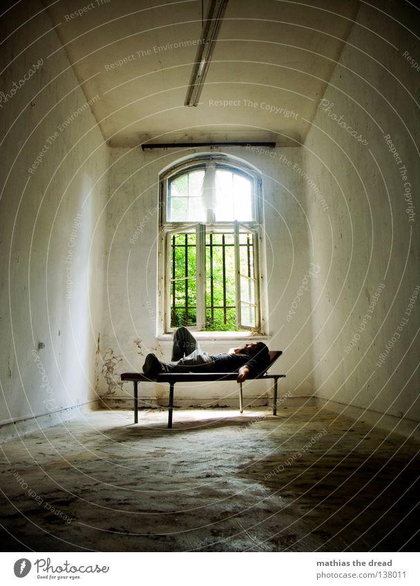 NOCH MAL KRAFT TANKEN Mensch Mann alt schön Sonne Erholung Einsamkeit ruhig dunkel Fenster Wand Gesundheit Tod Beine Denken Lampe