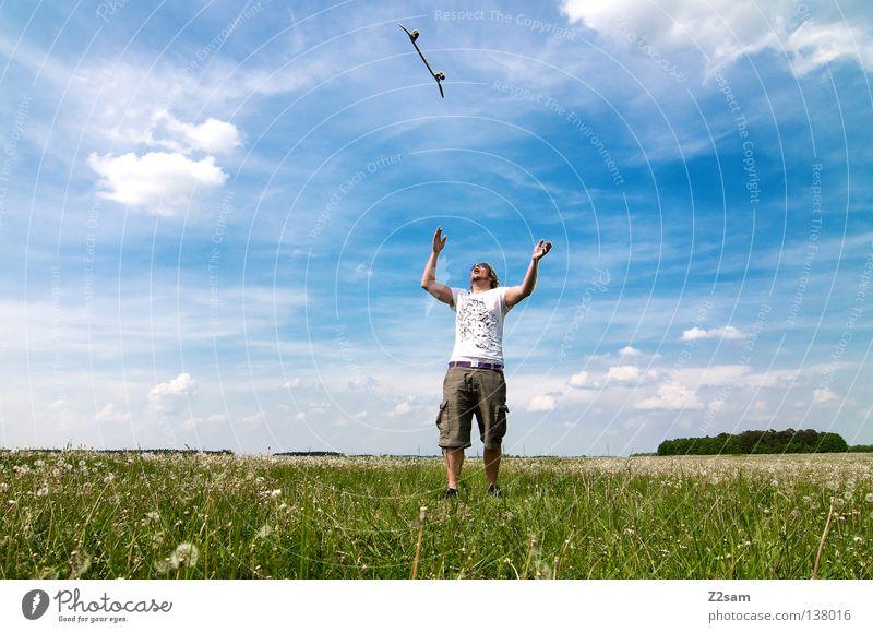 geschenk des himmels Himmel Mann Natur Jugendliche blau grün Sommer Blume Wolken Farbe Ferne Wiese Landschaft Gras Wärme springen