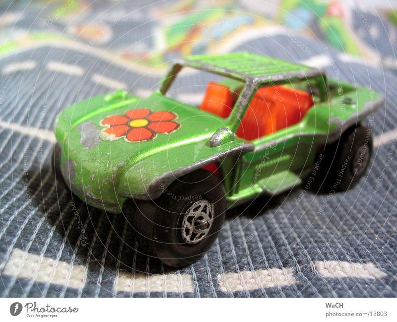 Buggy grün Ferien & Urlaub & Reisen Sommer Strand Blume Spielen PKW Verkehr retro Spielzeug KFZ Sammlung Symbole & Metaphern Verkehrsmittel Hippie Motorsport