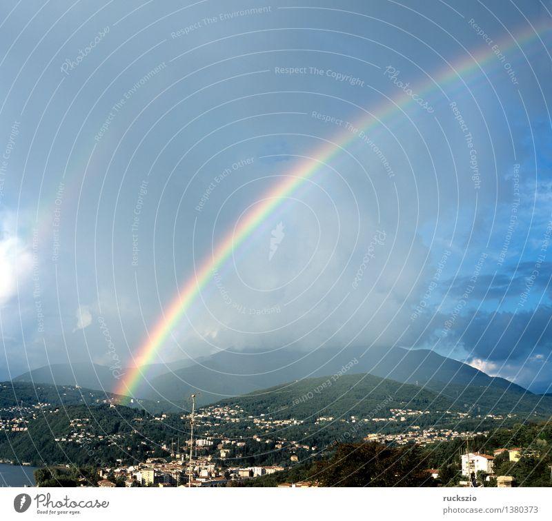 Regenbogen; Lago Maggiore Sonne Berge u. Gebirge Landschaft Wolken Wetter leuchten Beugung Bruch Himmel Lichtbrechung Lichtstreuung Regentropfen Spektralfarbe