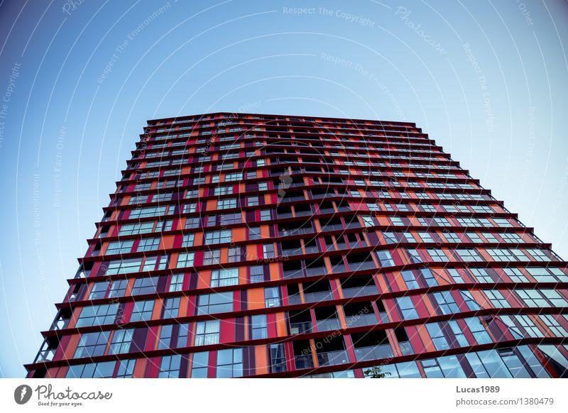 Hochhaus, bunt Himmel Stadt blau rot Haus Fenster Architektur Stil Gebäude Lifestyle Fassade orange Design elegant Bauwerk