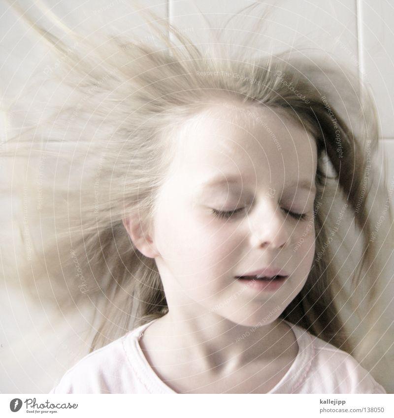 traumland Kind Mädchen heiß trocknen Bad Porträt geschlossen träumen zart rosa Gedanke genießen Sturm Luft atmen Sauerstoff mädchenhaft Kindergarten blind