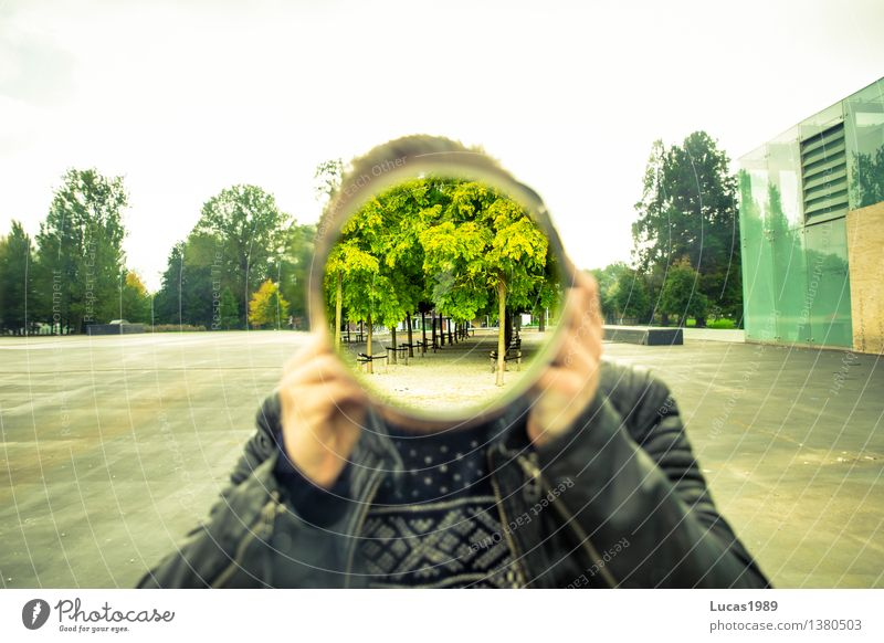 Durchblick Fotograf Mensch maskulin Junger Mann Jugendliche Erwachsene 1 Kunst Künstler Pullover Lederjacke außergewöhnlich Kreis rund Baum Park Platz Stadt