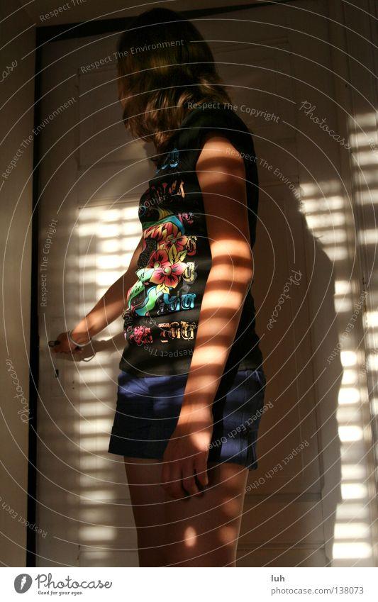 la chambre à coucher Sommer Sonne Hand Fenster Gefühle beobachten Streifen Neugier Sehnsucht Frieden gestreift Griff Schlafzimmer aufmachen Lichteinfall
