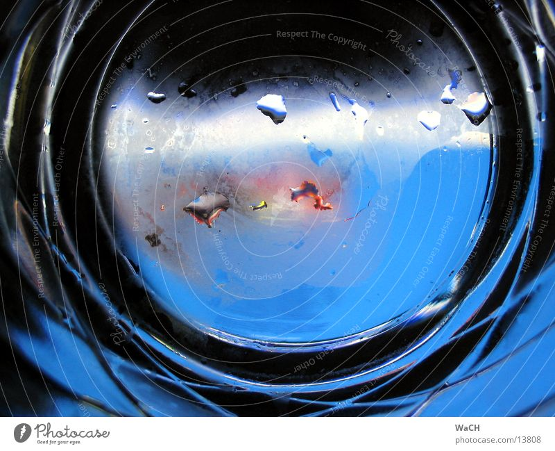 Bullauge Wasserfahrzeug Atem Wassertropfen Regen Wasserglas trinken ertrinken Fototechnik Dinge Glas water h20 acqua blau blue ship matt Tröpfchen