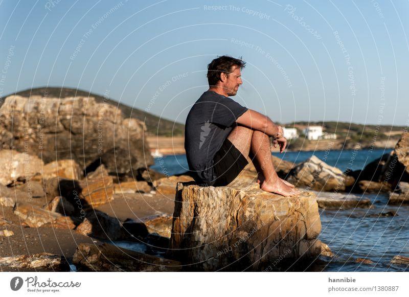Meer rauchen Mensch Ferien & Urlaub & Reisen Mann blau Sonne ruhig Strand Erwachsene braun Felsen Freundschaft maskulin nachdenklich Insel Griechenland