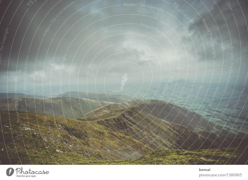 Rewarding view Himmel Natur grün Landschaft Einsamkeit Wolken ruhig Ferne dunkel Berge u. Gebirge Umwelt Herbst Gras außergewöhnlich Freiheit Felsen