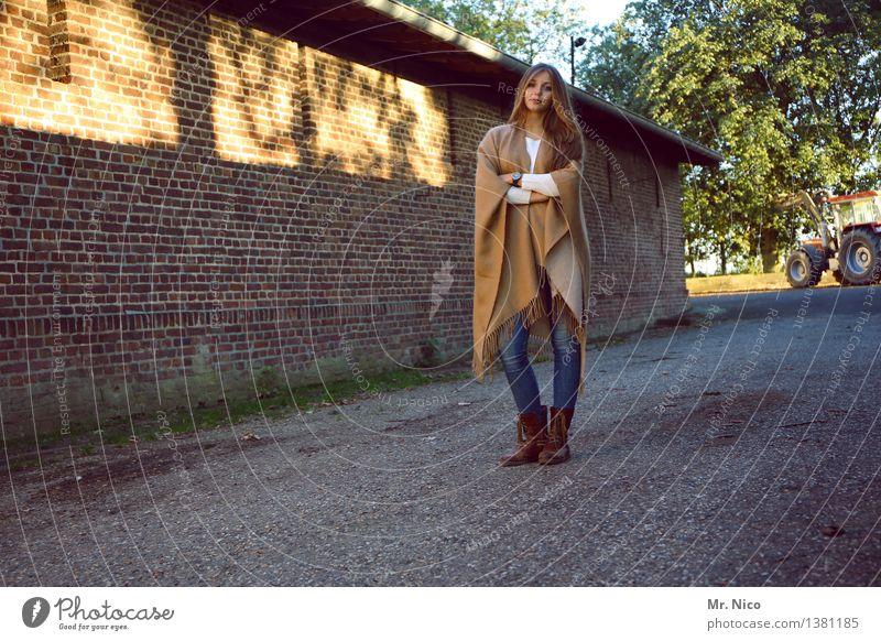 mädschen vom lande Mensch Frau Jugendliche schön ruhig 18-30 Jahre Erwachsene Wege & Pfade natürlich Lifestyle feminin Mode Zufriedenheit Idylle authentisch