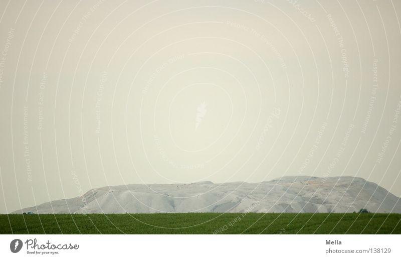 Der Berg ruft Himmel weiß grün Ferne Berge u. Gebirge grau Wege & Pfade Landschaft Feld groß Felsen Hügel Demontage flach Salz Bergbau
