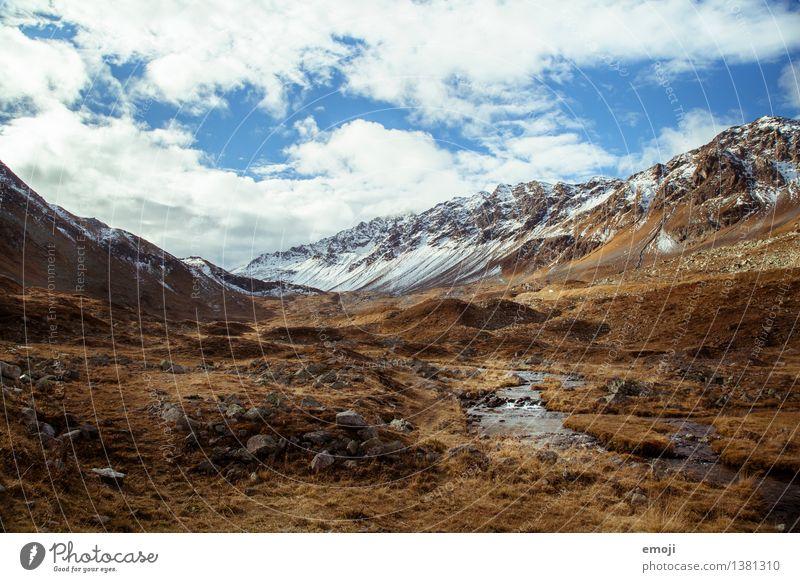 swissness Umwelt Natur Landschaft Himmel Schönes Wetter Alpen Berge u. Gebirge Gipfel Schneebedeckte Gipfel natürlich blau Pass Schweiz Tourismus Wandertag