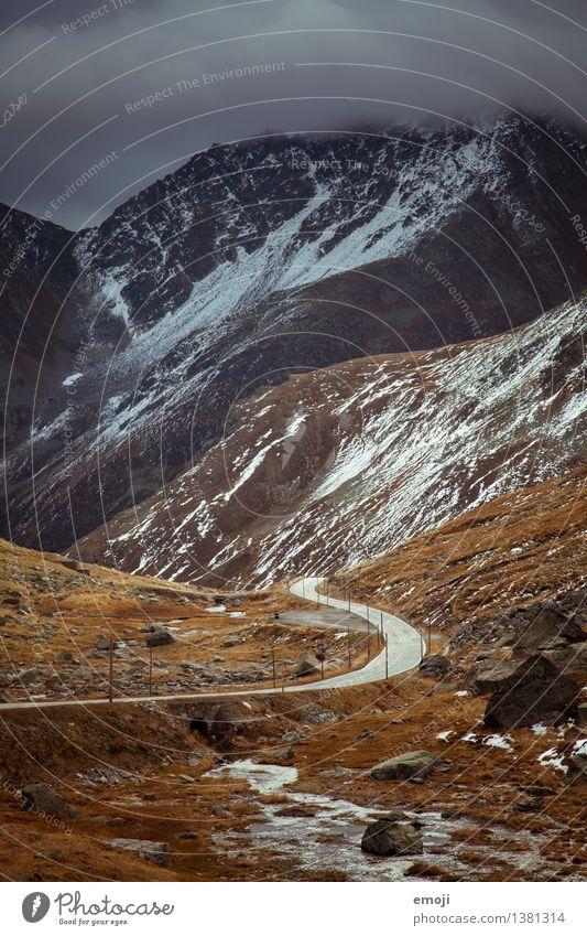 road Umwelt Natur Landschaft Herbst Klima Wetter schlechtes Wetter Unwetter Alpen Berge u. Gebirge Gipfel Schneebedeckte Gipfel außergewöhnlich bedrohlich