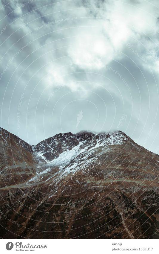 Schnee Umwelt Natur Landschaft Wolken Herbst Klima Wetter schlechtes Wetter Nebel Alpen Berge u. Gebirge Gipfel dunkel kalt Farbfoto Außenaufnahme Menschenleer