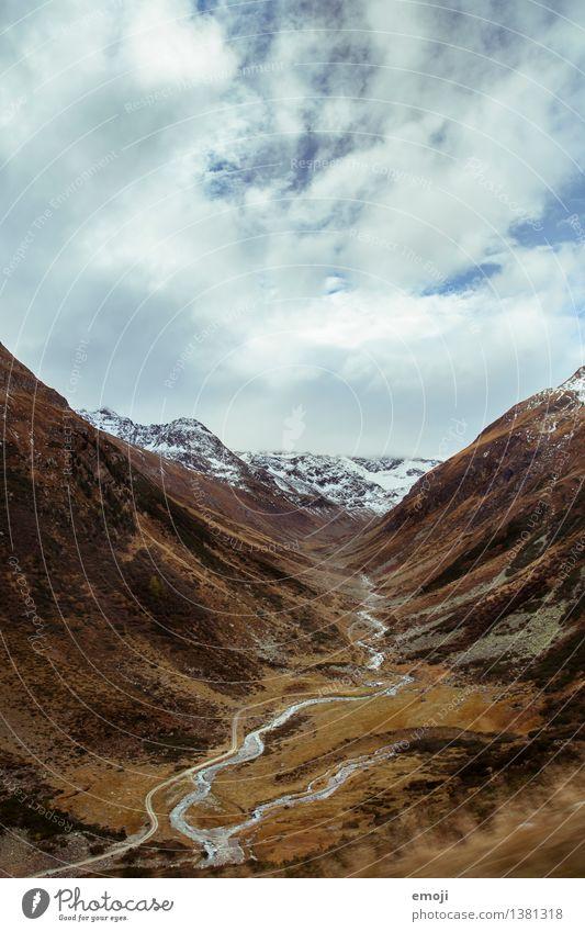Bachlauf Umwelt Natur Landschaft Himmel Herbst Alpen Berge u. Gebirge Gipfel Schneebedeckte Gipfel Fluss natürlich braun Tal Schweiz Wanderausflug Farbfoto