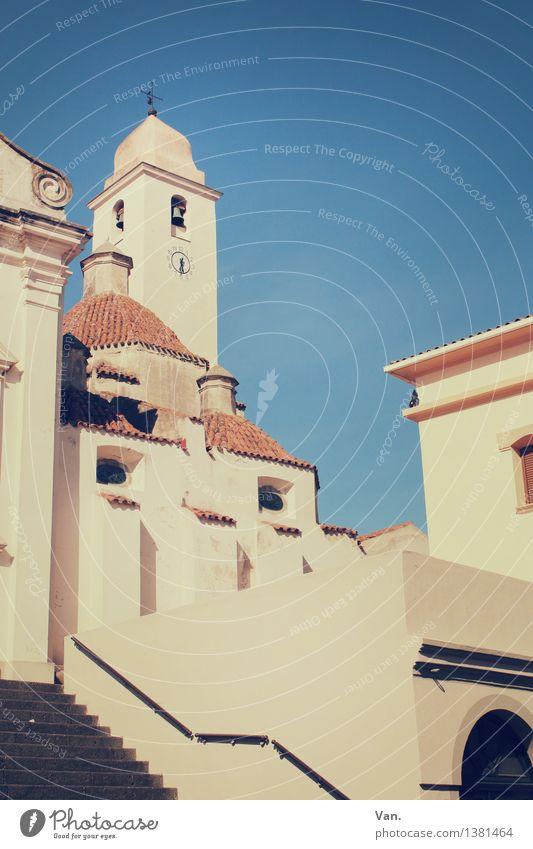 Die Kirche im Dorf Himmel Ferien & Urlaub & Reisen blau Sommer Haus gelb Wand Wärme Mauer Fassade Treppe Tourismus hoch Kirche Italien Dach