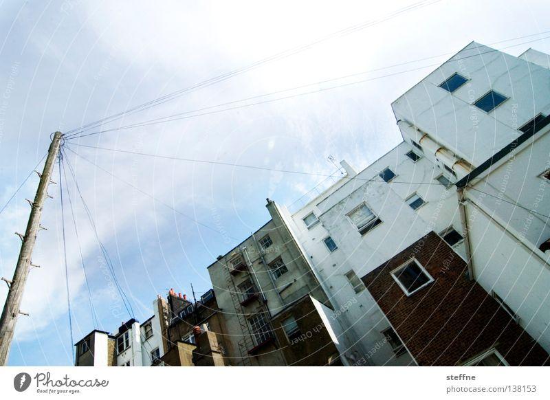 Voll unter Strom Brighton England Küste Haus Elektrizität Leitung Strommast elektrisch