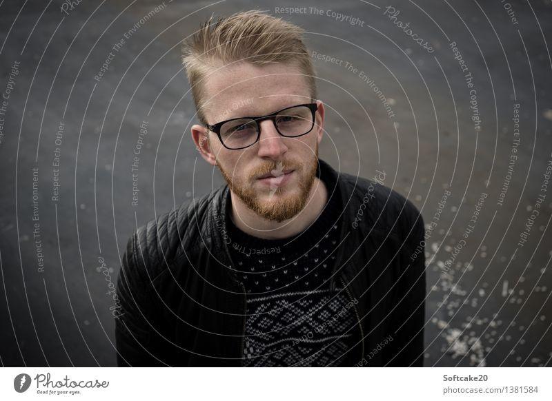 Blick von unten Stil Ferien & Urlaub & Reisen Winter Bildungsreise Mensch maskulin Junger Mann Jugendliche Erwachsene 1 18-30 Jahre Pullover Jacke Leder blond