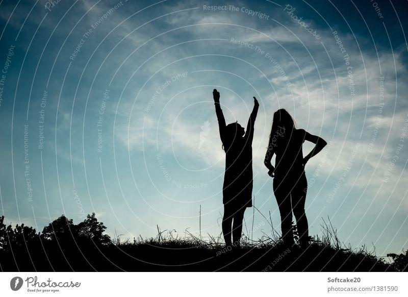 Der letzte warme Tag des Jahres Mensch Himmel Natur Jugendliche Pflanze Junge Frau Sonne Baum Blume Landschaft Freude Mädchen Gras feminin Spielen Glück