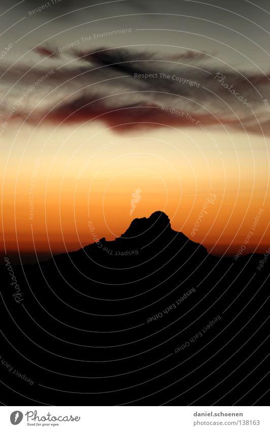 die Spitze Himmel Farbe Sonne rot Wolken Ferne kalt Berge u. Gebirge gelb Hintergrundbild orange Freizeit & Hobby Wetter Luft Nebel Aussicht