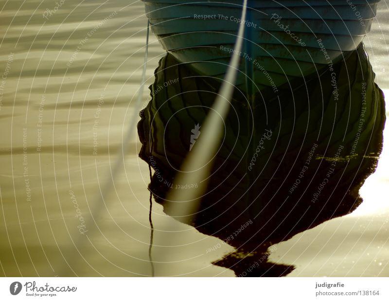 Hafen Wasser ruhig Farbe träumen Lampe Wasserfahrzeug Seil Fischereiwirtschaft maritim Befestigung Anker Fischerboot Abendsonne Wasseroberfläche