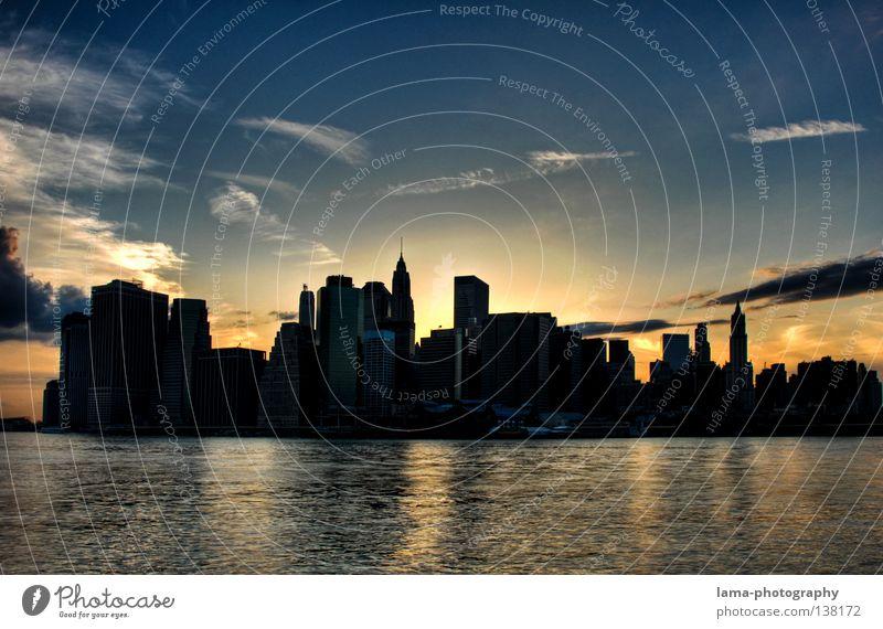 NYC is burning Wasser Himmel Stadt Haus Wolken Lampe Wellen groß Hochhaus USA Fluss Amerika Skyline Stadtzentrum New York City