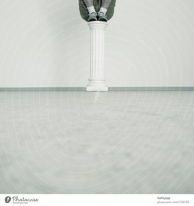 standfest Mann Sockel Denkmal Skulptur Statue Souvenir Erinnerung Superman Lifestyle Faust Ganzkörperaufnahme Götter Ausstellung Mut Humor weiß Strebe Schweben