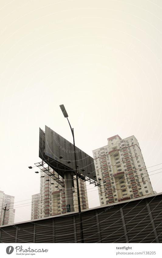 billboard Stadt Peking China Smog Werbeschild dreckig Architektur Umweltverschmutzung Stress Häusliches Leben Haus Neubausiedlung staubig Nebel Einsamkeit trist