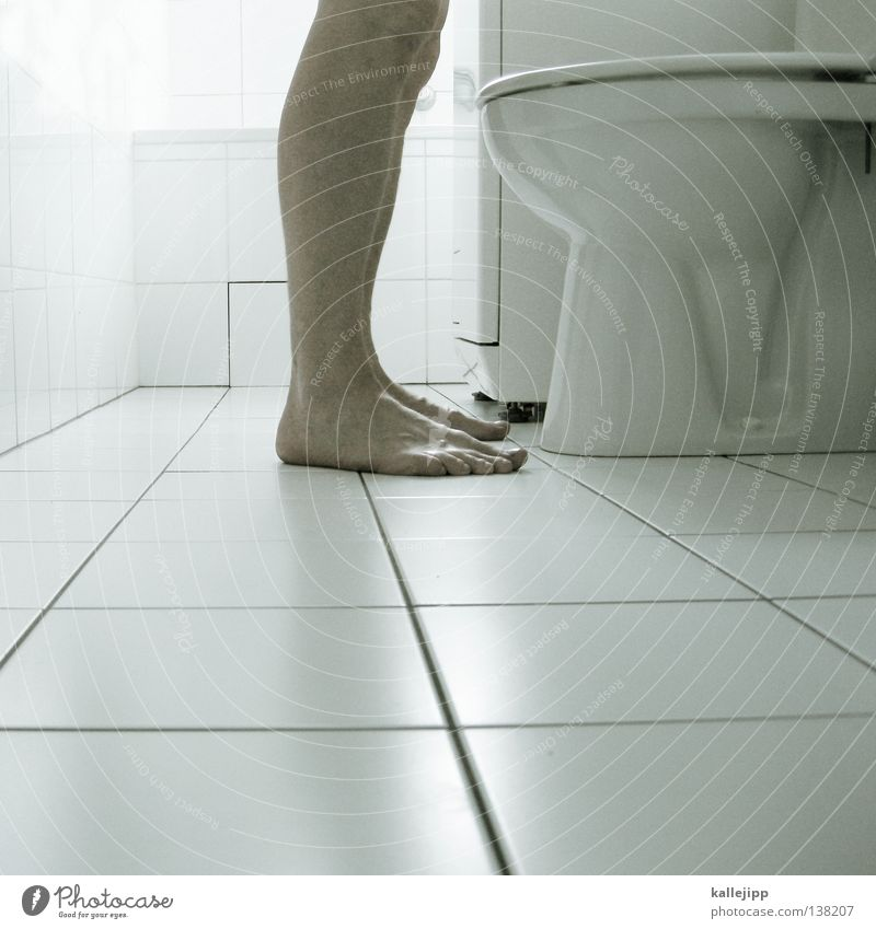 caus away goes trouble down the drain Mensch Mann weiß Beine Fuß maskulin Wassertropfen stehen Reinigen Sauberkeit Bad Fliesen u. Kacheln Toilette machen Pilz