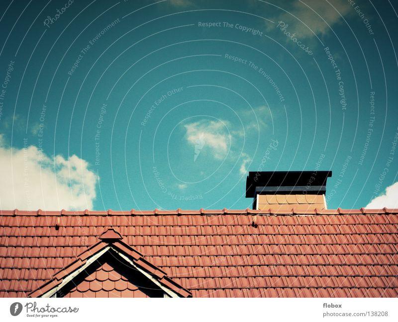 Häuschen rot Haus kalt Gebäude Wärme Regen Dach Schutz Spitze Backstein Handwerk Schornstein Dachboden Architekt Mathematik