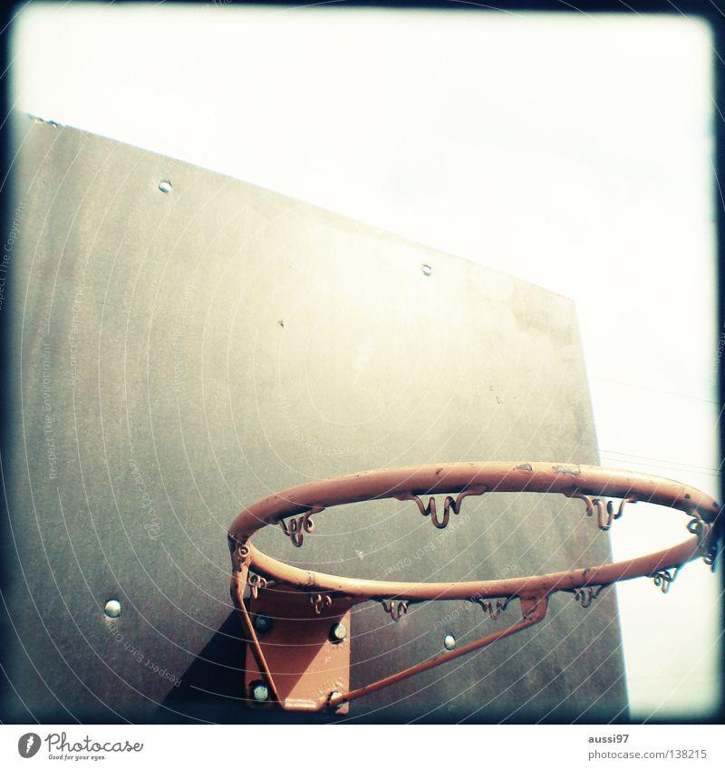 Dunkin' donuts Basketballkorb Korb Sport Spielplatz analog Sucher umrandet Rahmen Ballsport Air aussi97 Korbleger ohne Netz the missing net Ball spielen
