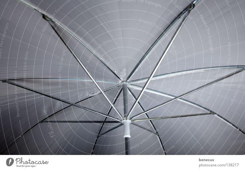 beschirmt weiß Regen Beleuchtung Bekleidung Kreis rund Dach Freizeit & Hobby Schutz Regenschirm Nervosität Stab Baugerüst streben blitzen abgeschirmt