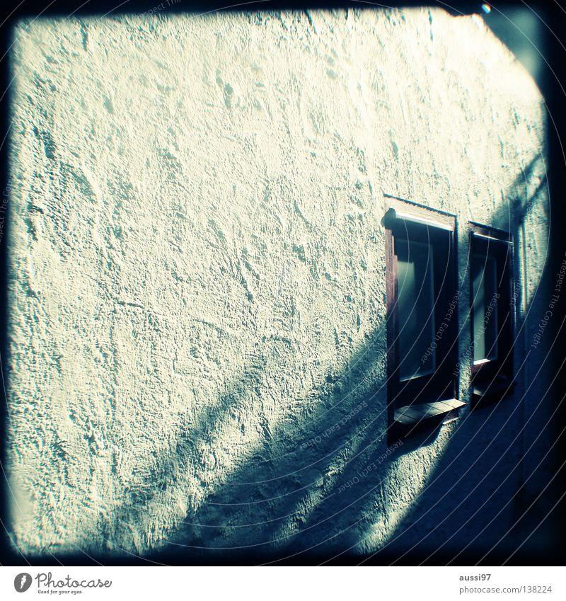 Fenster zum Hof schemenhaft Raster Muster analog Sucher umrandet Rahmen Detailaufnahme zwei Fenster Lichtschacht Lichtschachtsucher zweiäugig