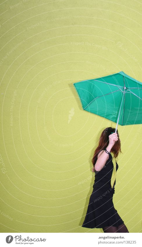bin dann ma weg grün Wand Regenschirm Denken schön knallig Kleid schwarz hellgrün dunkelgrün Hand Gelenk Freizeit & Hobby Schatten Haare & Frisuren popig ruhig