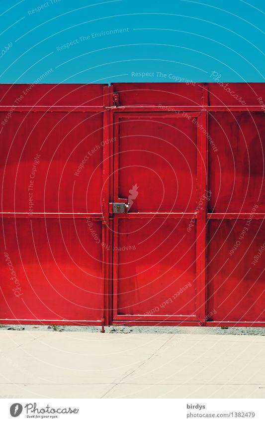 Tür und Tor blau Farbe weiß rot Stil Metall Tür ästhetisch einfach Schönes Wetter Wolkenloser Himmel positiv Eingangstor