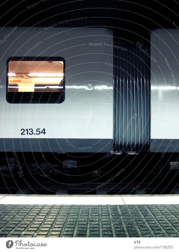 TRAIN Eisenbahn Eisenbahnwaggon S-Bahn Gleise Gelenk Bahnsteig fahren Licht Stahl Zugabteil Fenster Beule 2 3 5 4 London Underground U-Bahn weiß Stil Verkehr