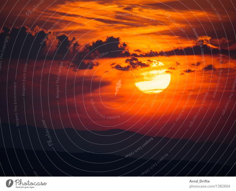 Sonnenuntergang Himmel Natur Sommer rot Landschaft Wolken Berge u. Gebirge Glück orange Schönes Wetter Romantik Gipfel Hügel