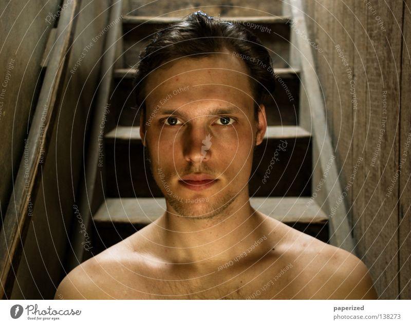 .:: Träppenfränk ::. Mensch Mann Sommer Erwachsene Wand nackt Kopf Holz Haare & Frisuren Wärme Hintergrundbild dreckig Treppe Dach Physik verfallen